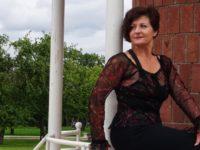Массажистка Светлана на балконе