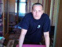 Массажист Вадим с массажным столом