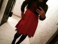 Массажистка Серафима в красной юбке