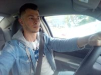Массажист Александр в автомобиле