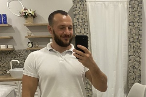 Массажист Сергей в салоне