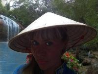 Анастасия в конусообразной шляпе