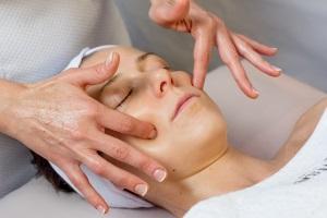 Техника лимфодренажного массажа лица