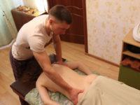 Массажист Артём с клиенткой